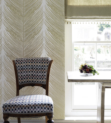 Mey Fern Wallpaper in White and Silver by Nina Campbell for Osborne & Little