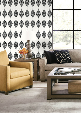 Mirasol Palm Frond Wallpaper in Ebony and Eggshell from the Luxe Retreat Collection by Seabrook Wallcoverings