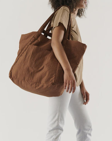 Travel Cloud Bag in Brown