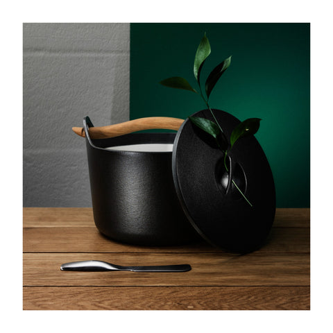 Sarpaneva Cast Iron Casserole Pot design by Timo Sarpaneva for Iittala