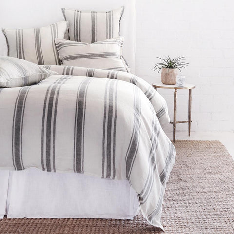 Jackson Bedding in Flax & Midnight