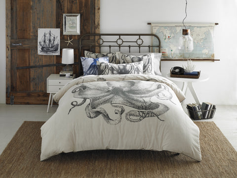 Pulpo Duvet Cover design by Thomas Paul