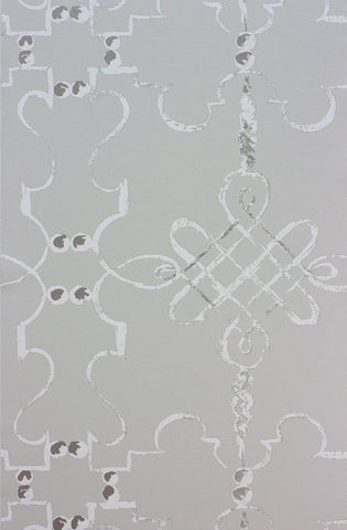 Portavo Wallpaper in silver from the Les Rêves Collection by Nina Campbell