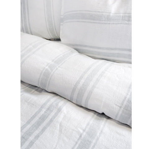 Jackson Bedding in White & Ocean