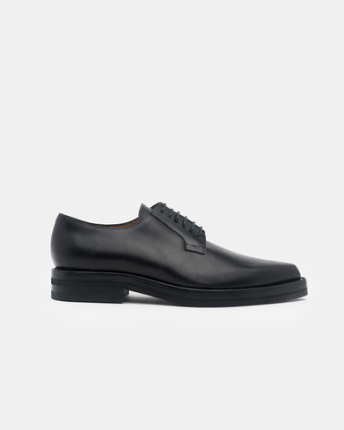 Pointed-Toe Oxfords in Black