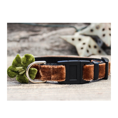 CAMELLIA VELVET BREAKAWAY CAT COLLAR WITH GREEN FLOWER