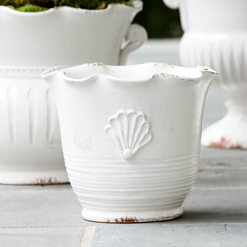 VIETRI RUSTIC GARDEN WHITE SMALL SCALLOP PLANTER WITH EMBLEM