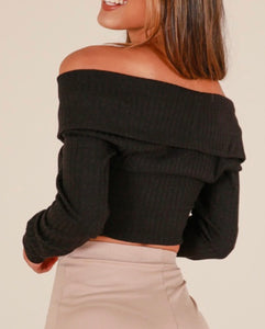 BLACK KNIT CROP