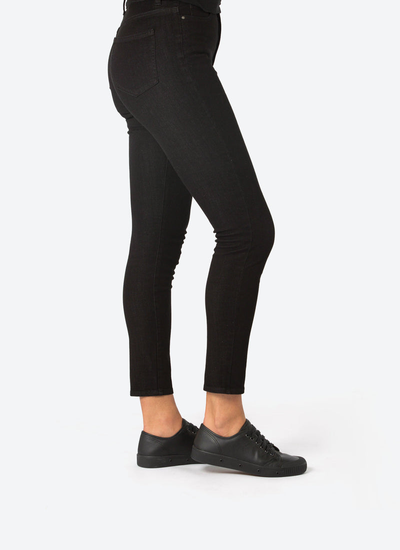 Black Sneakers with Women's Leggings