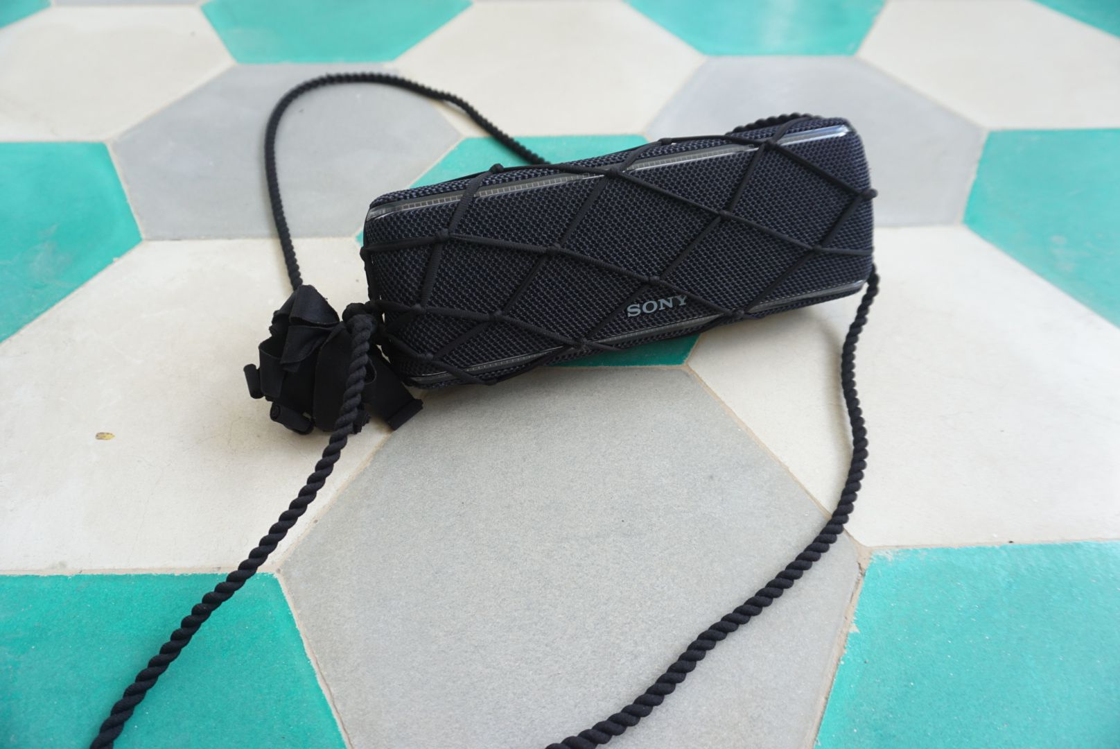 double strap lycra string holder on bluetooth speaker