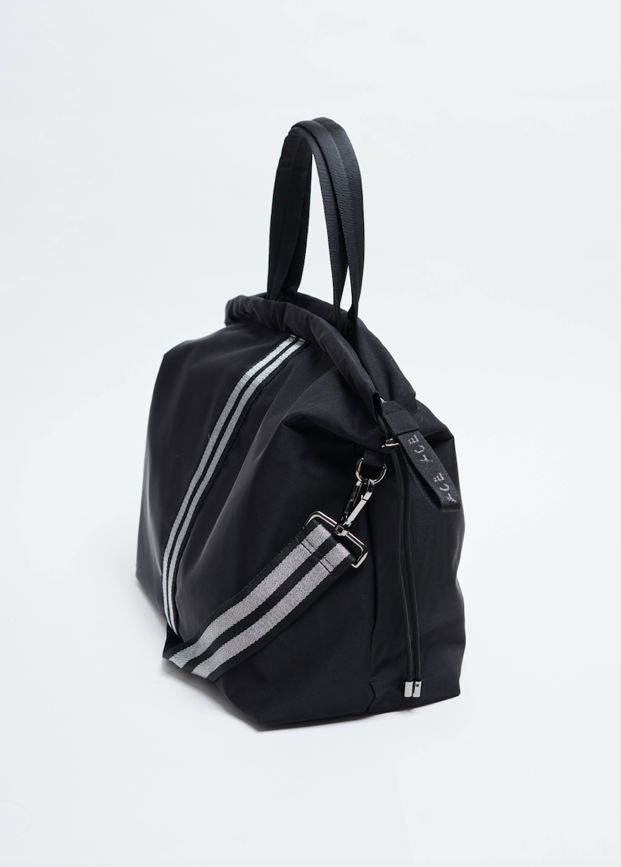 Black sustainable Econyl all day bag
