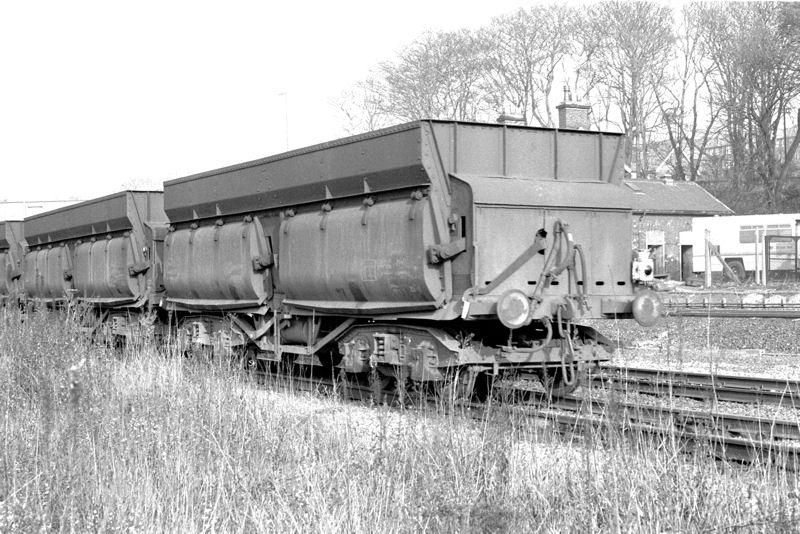Consett Iron Ore Wagon 9 Wagon Rake, with or without load.