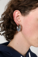 Load image into Gallery viewer, SEE-THROUGH RUBBERIZED SMALL SILVER EARRINGS