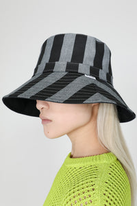 BLACK STRIPES HAT