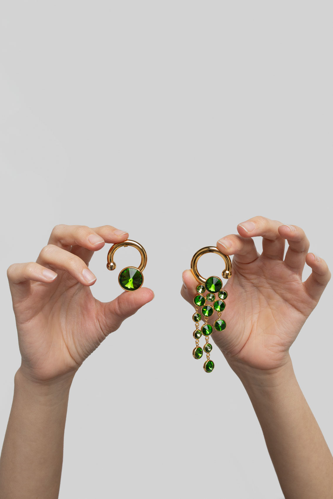 GOLD EARRINGS WITH GREEN DETAILS