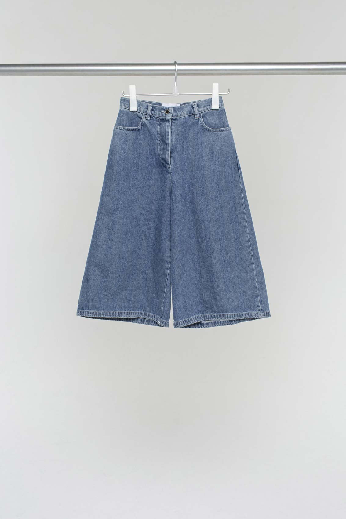 WASHED DENIM LOOSE FIT SHORTS