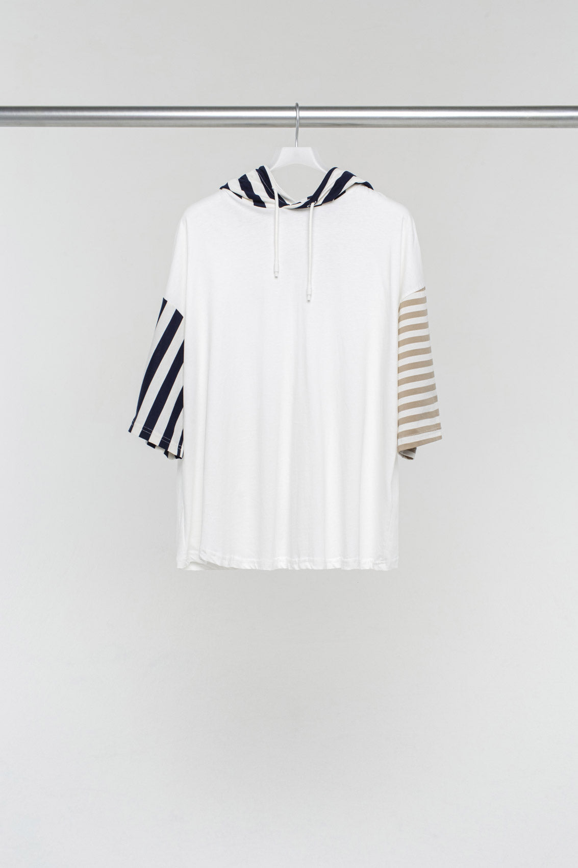 HOODED T-SHIRT WITH STRIPED DETAILS