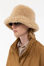 Load image into Gallery viewer, BEIGE SHEARLING BUCKET