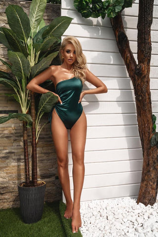 Sasha ray dubai influencer best swimsuit