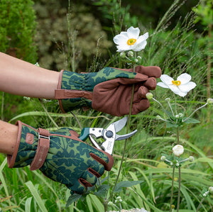 Oak Leaf Gloves - Moss - The Cottage Gardener