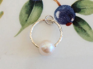 Silver Circle Pearl Pendant - Specialty Beads