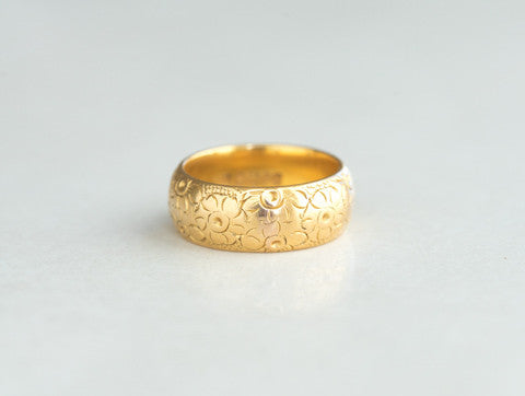 1960s 22k Gold Floral Band