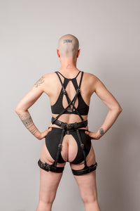 ŌYA linear body harness