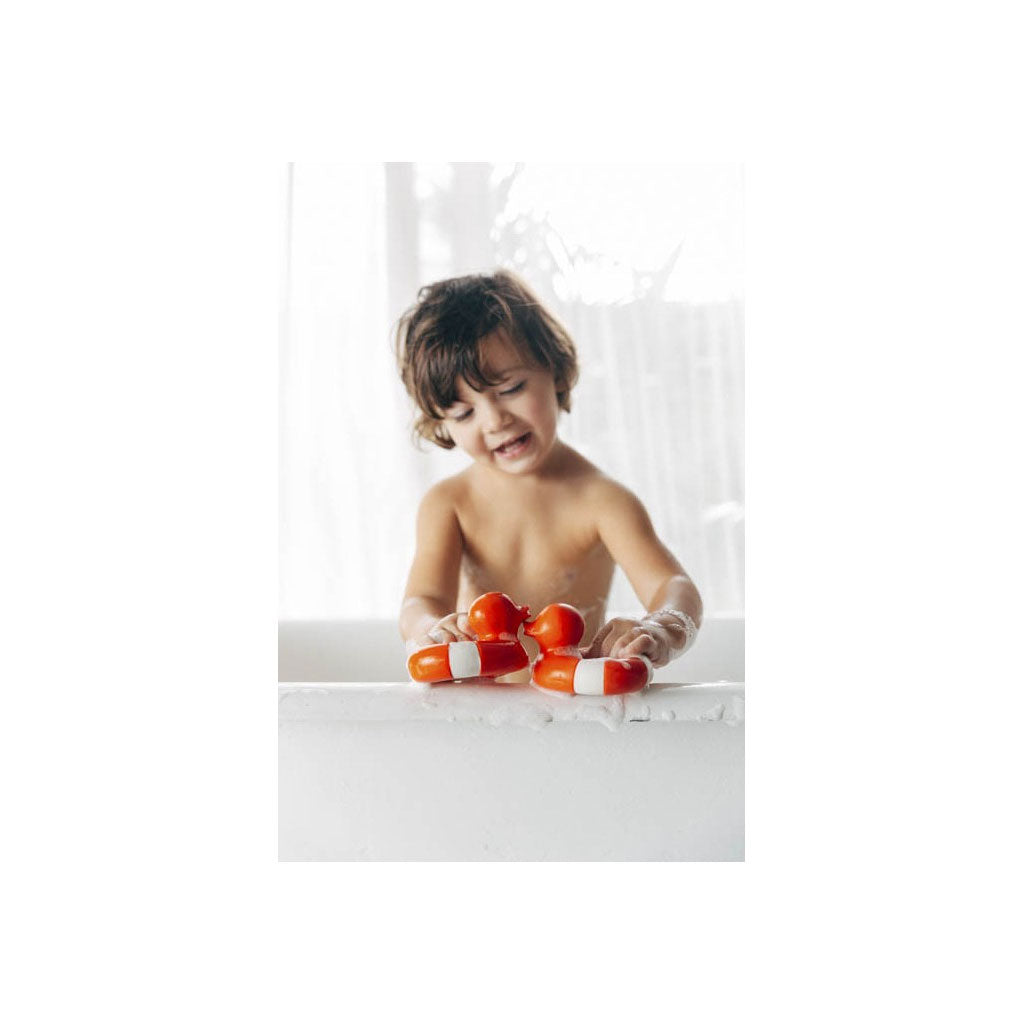 Oli & Carol Natural Rubber Floaty Red - UrbanBaby shop