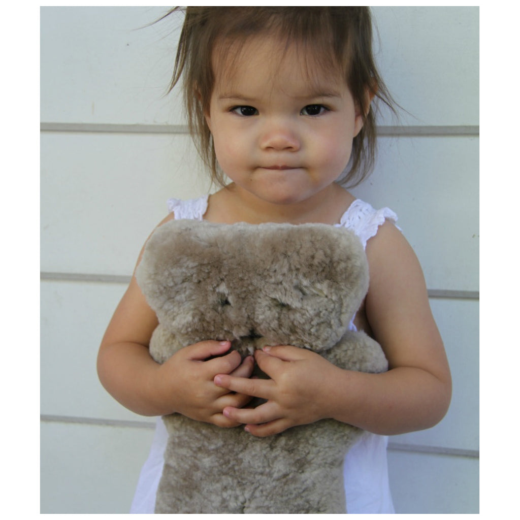 FLATOUT Sheepskin Bear - Latte - UrbanBaby shop