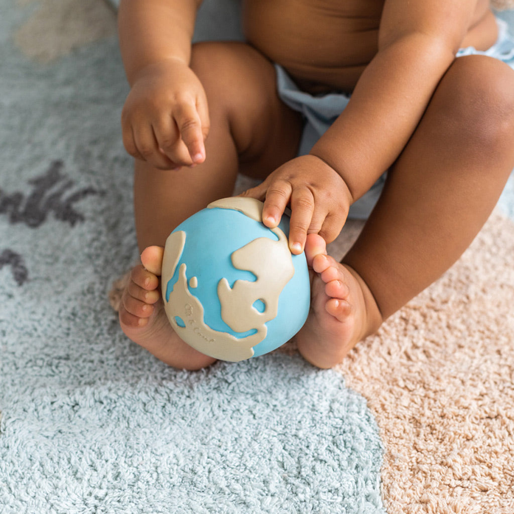 Oli & Carol Earthy the World Ball - UrbanBaby shop