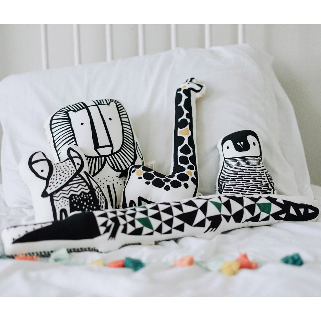 Wee Gallery Organic Throw Pillow - Giraffe - UrbanBaby shop