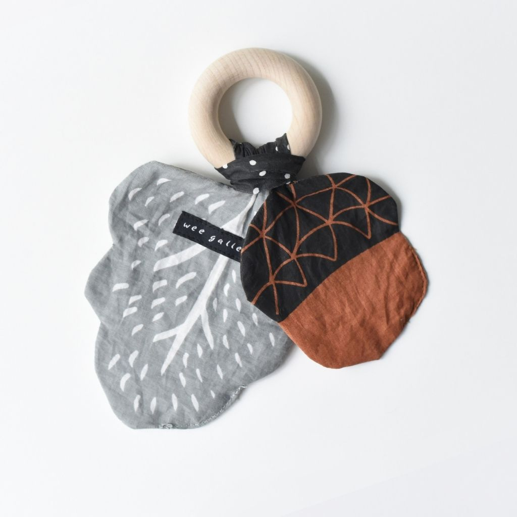 Wee Gallery Crinkle Teether - Acorn - UrbanBaby shop