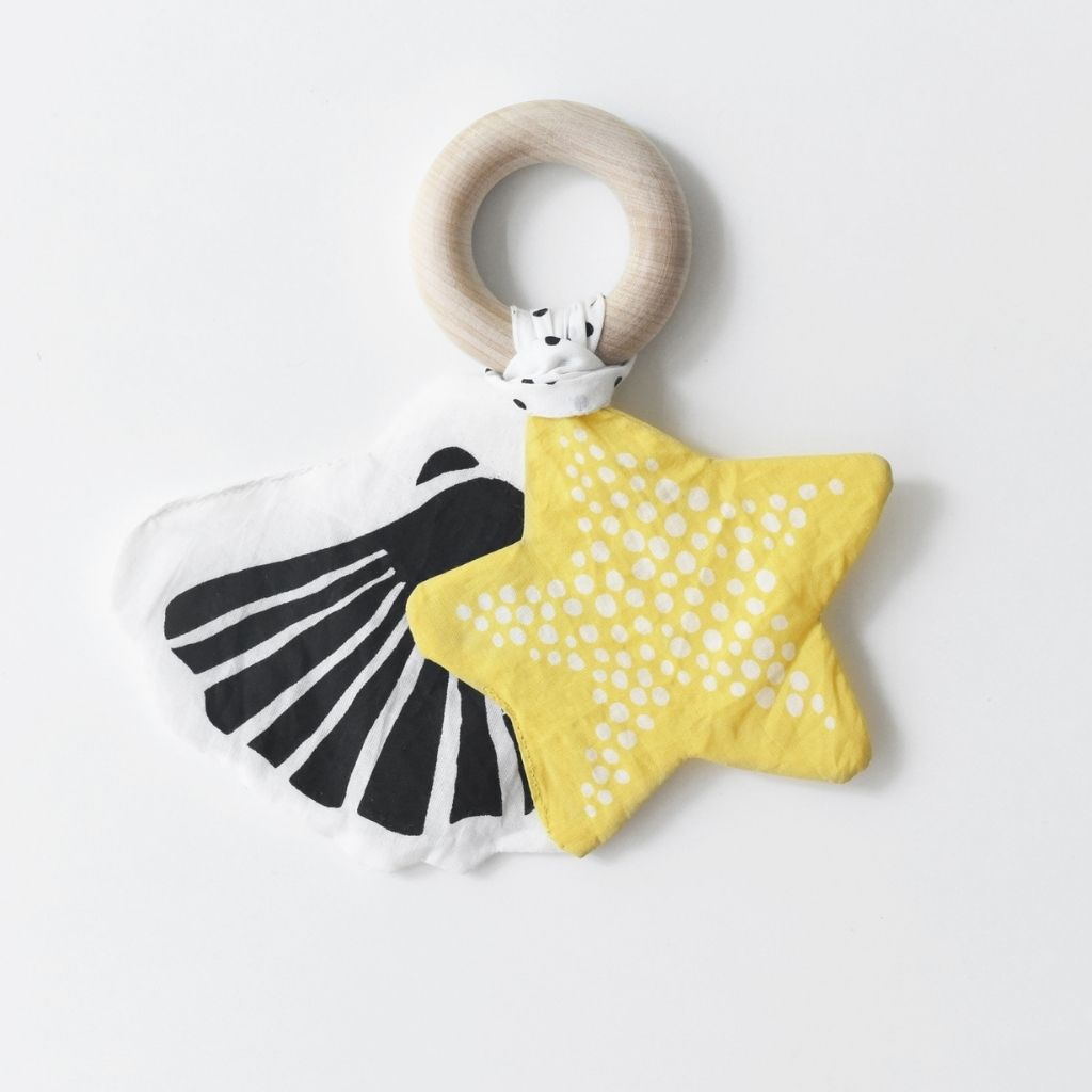 Wee Gallery Crinkle Teether - Starfish - UrbanBaby shop