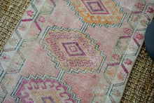 Load image into Gallery viewer, 2'8 x 10'8 Vintage Herki Runner Muted Pinks and Beige