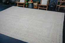 Load image into Gallery viewer, 10' x 13'2 Classic Vintage Mahal Rug Cream + Blue 60's Carpet