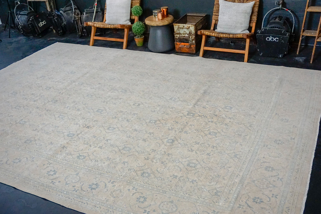 9'6 x 13'5 Classic Vintage Rug Cream + Blue 60's Carpet