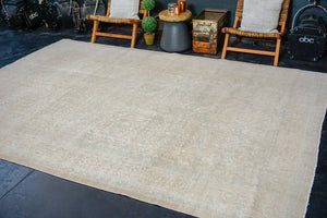 8'4 x 11'6 Classic Vintage Rug Cream + Blue 60's Carpet