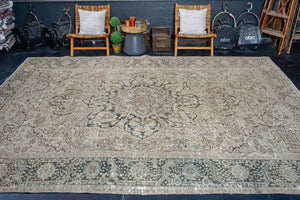 9'4 x 13' Classic Vintage Heriz Carpet Muted Gray, Beige + Green 60's Carpet