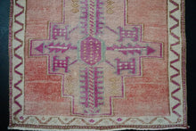 Load image into Gallery viewer, 2'11 x 13'7 Vintage Herki Runner Muted Pink & Red