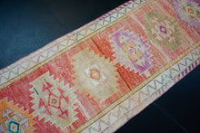 Load image into Gallery viewer, 2'11 x 12'7 Vintage Herki Runner Muted Coral Pink-Red & Olive Green
