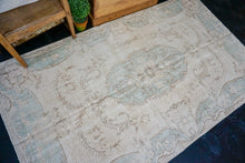 Load image into Gallery viewer, 4'9 x 8'1 Vintage Turkish Oushak Rug Aubusson Design Blue and Beige