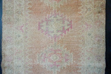 Load image into Gallery viewer, 2'8 x 14'9 Vintage Herki Runner Muted Blush Pink + Cream