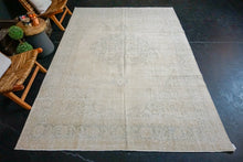 Load image into Gallery viewer, 6'10 x 10'2 Vintage Oushak Rug Creamy Beige and Green Carpet