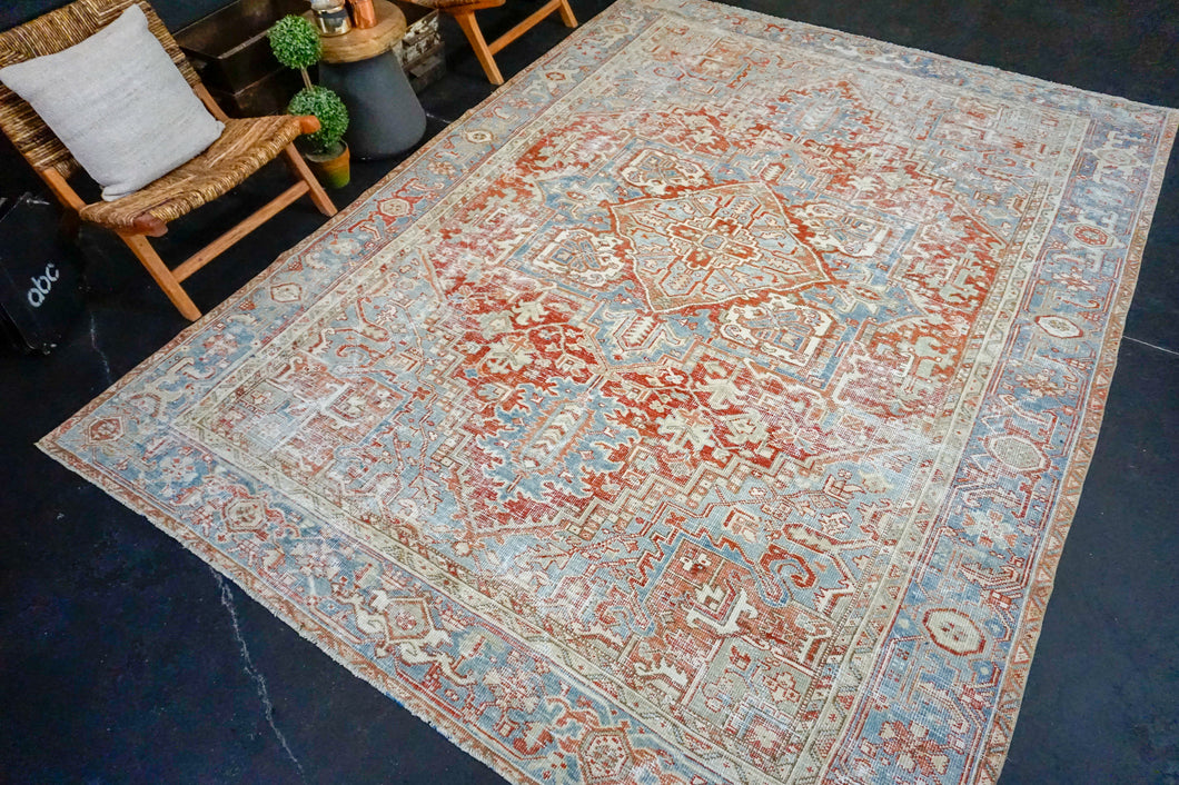 8'1 x 10'11 Classic Vintage Rug Muted Red, Cream + Blue Carpet