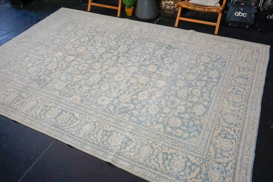 8' x 11'6 Classic Vintage Rug Powder Blue + Cream Carpet