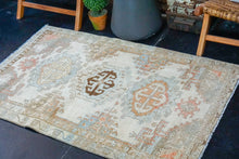 Load image into Gallery viewer, 3'5 x 5'4 Classic Vintage Rug Muted Beige, Blue + Apricot Carpet