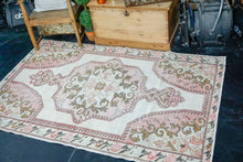 Load image into Gallery viewer, 4'6 x 7' Oushak Rug Muted White, Bronze and Pink Vintage Rose Carpet