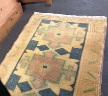 Load image into Gallery viewer, 1'7 X 2'10 Vintage Turkish Oushak Mat Rug Gold, Teal, Aqua and Mauve