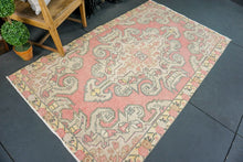 Load image into Gallery viewer, 4'3 x 7'8 Oushak Rug Pale Red and Yellow