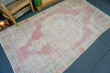 Load image into Gallery viewer, 4'5 x 8'1 Oushak Rug Pale Coral, Beige, Seafoam, and Pink Carpet